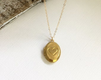 Vintage Brass Heart Locket, Gold Heart Picture Locket, Flower Girl Jewelry, Best Friend Locket, Vintage Picture Locket, Best Friend Gift