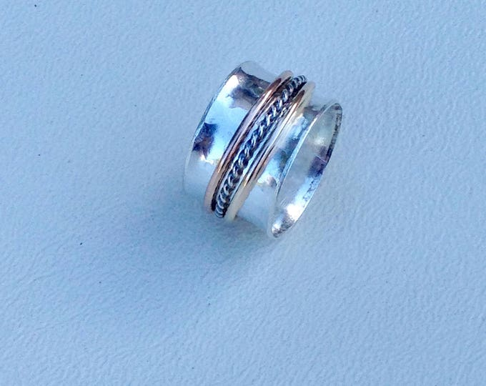 Spinner ring with three bands