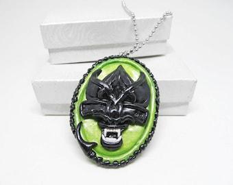 Alien Xenomorph Queen, Xenomorph, Xenomorph jewelry, alien jewelry, xenomorph necklace, xenomorph queen, horror cameo