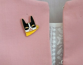 White  and black cat face  pin  . Funny enamel pin . Cute pin . Small   Enamel animals pins .