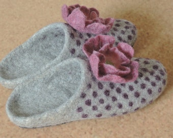 felt slippers/ slipper shoes/ felted  home shoes /women  Woolen clogs/ natural wool mules