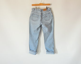 Tommy Hilfiger Jeans Women's Size 4 Leather Tommy Hilfiger Patch 90's Era Faded perfectly 29/31 Mid Rise