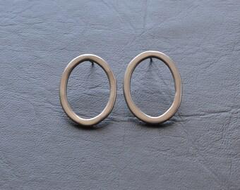 chrome oval stud earrings, metallic finish, plastic enamel, colourful finish, basic jewellery, simple form, ellipse, butterfly push back