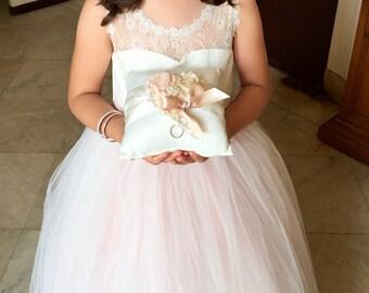Matrimonio anello cuscino anello portatore cuscino Shabby Chic Vintage avorio e crema Custom colori troppo
