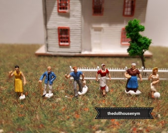 Tiny miniature scale 1: 144 set of 6 figures for our micro houses of dolls or scenes