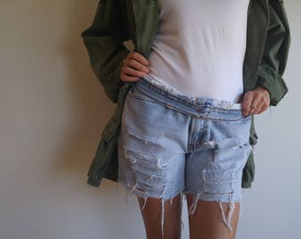 vintage levi's // size 34 // slouchy boyfriend jeans // perfectly worn denim shorts
