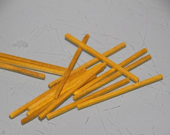 Small yellow sticks in a set