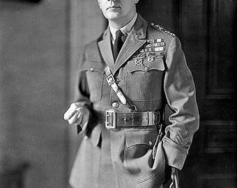 Douglas Macarthur 1930's Photo