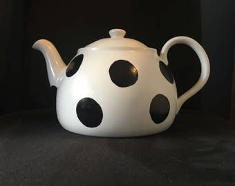 Polka dot tea pot