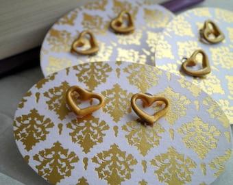 Boucles d'oreilles coeur or - à la main en laiton métallique peint recyclé vieux Stock coeur d'or boucles d'oreilles - bijoux coeurs mignon tous les jours en cadeau