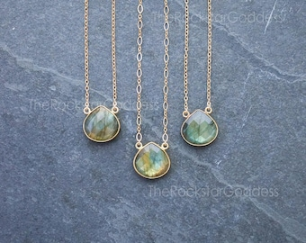 Labradorite Necklace / Gold Labradorite Necklace / Labradorite Jewelry / Gift for Mom / Gemstone Necklace / Gift for Wife