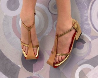 Medium Wrap sandal is a deceptively simple sandal style whereby the sole wraps over the upper of the foot.