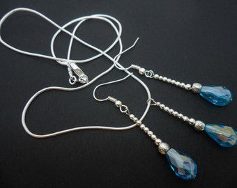 A pretty blue crystal necklace and earring set.