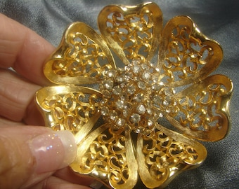 Vintage Giant Gold Tone Flower Brooch with Rhinestones 1005.