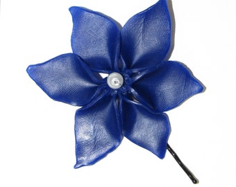 Blue polymer flower hair pin with glass pearl