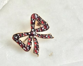 Garnet and gold bow brooch