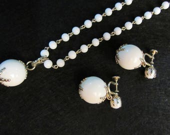 White Bobble Set - Mod Necklace and Earrings - 1950s