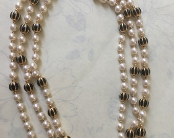 Stunning beautiful Vintage faux pearls & gold plated necklace by Napier / #napier