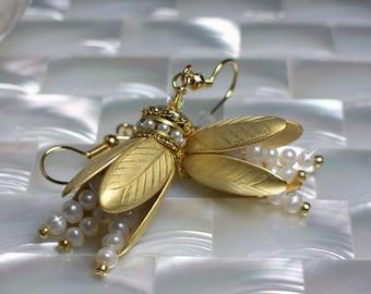 Floral EARRINGS, Matte Gold earrings, Freshwater Pearl earrings, Drop Earrings, Bridal Jewelry, Fashion jewelry