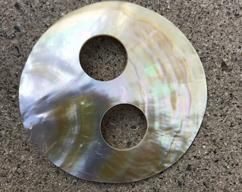 Pareo tie or buckle for Polynesian costuming , mother of pearl shell, round  shape, tahitian costume