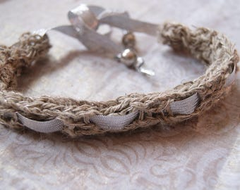 natural fibers of French necklace.