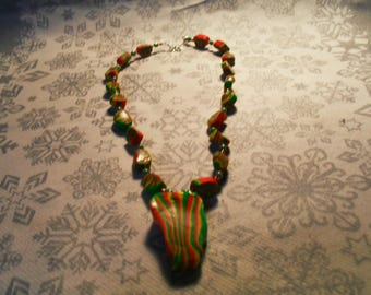 beautiful pendant necklace, original, stylish, trendy summer (green, red and yellow)