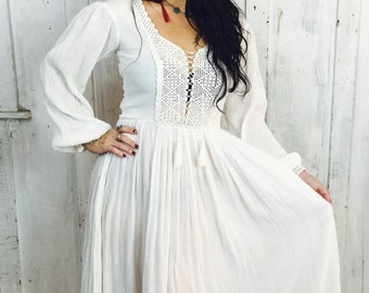 Vintage Gauzy Cotton Dress// Vintage White Goddess Dress//1970s Bohemian Cotton Dress