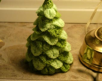 Crochet Christmas tree in two color