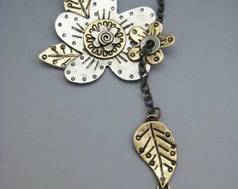 Flower Necklace, Flower Lariat Necklace, Flower Spray Lariat, Faux Lariat Necklace, Silver Flower Necklace, RP0272NK