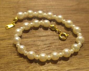 """Lovely Faux Pearl Bracelet- 7"""" long"""