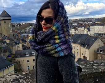 Chunky knit cowl infinity scarf. Hand knited multicolor snood. Chunky knit scarf. Chunky knit snood. Rainbow  knitted scarf. made in France