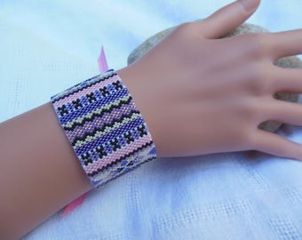 Purple/pink peyote stitch bracelet
