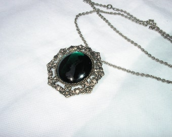 GREEN BROOCH/NECKLACE