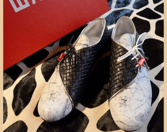 Black&white flats - lace up - leather oxfords