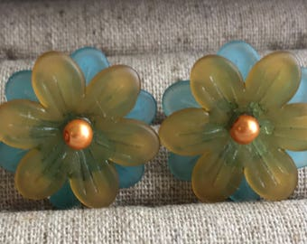 Yellow and blue flower stud earring