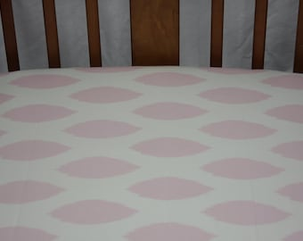 Fitted Crib Sheet / Mini Crib Sheet - Pink Oval