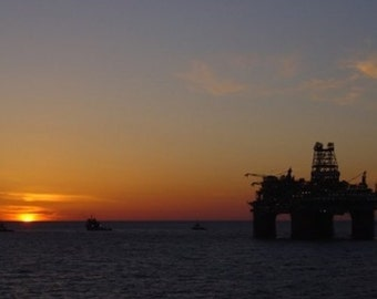 Thunder Horse Tow-out 8 x 10 Glossy Photograph Alba Ranch Offshore Oil Rig Sunset