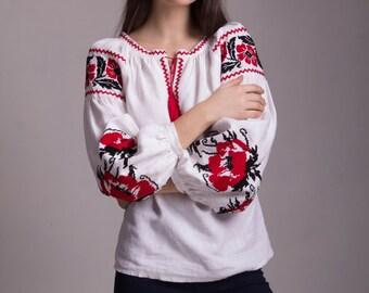 Embroidered blouse. Linen. Flowered blouse. Ukrainian vyshyvanka.