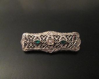 14k White Gold Filigree Emerald and Diamond 1940s Art Deco Pin Brooch