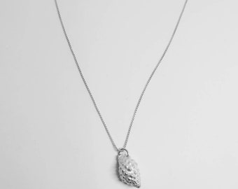 Rien shell necklace, silver shell necklace, silver seashell necklace