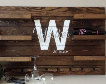 Personalized wine rack - Wall Mounted Wine Rack - Family name established sign - Pallet wine rack - Gift For Wine Lovers - New House Gift