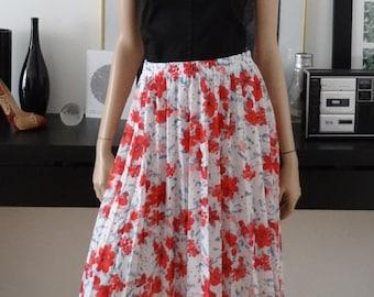 Vintage pleated skirt white flowers red/blue 38 - uk 10 - uk size 6