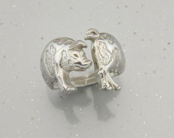 Pig ring in Sterling Silver.