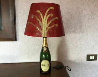 Lamp with spiritual red subject