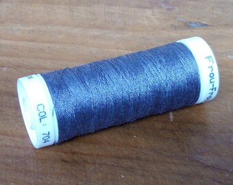 LBDK 704 - 1 bobbin of thread for sewing any textiles -  100 meters - Multi-purpose - very resistant thread - Polyester - purple