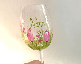Tulips hand painted personalized wine glass for grandma nana mom sister aunt friend cousin bridesmaid  sister in law niece free shipping