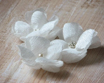 Small ivory hair flowers Ivory hair flower Ivory hair pins Ivory wedding flower Ivory wedding accessory Ivroy pearls pins Ivory headpiece