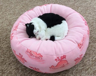 Pink fleece cat bed, pink fleece dog bed, soft pet bed, medium size Pet Bed, washable pet bed, round cat bed, pink Whales cat bed