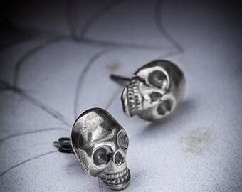 LA MORT-silver skull studs