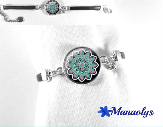 Black leather bracelet, green madala glass cabochon and rose 292